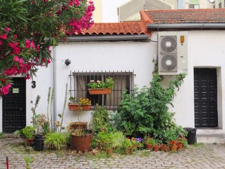 Hidden bungalow on the patio of Sala Mirador