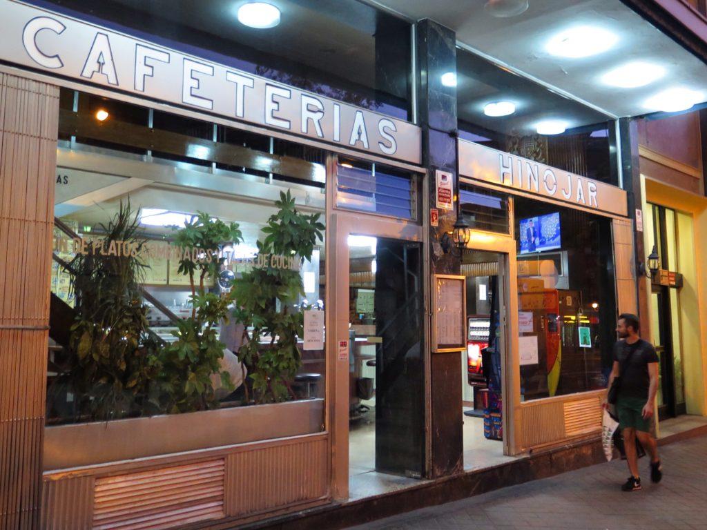 Cafetería Hinojar's classically designed front