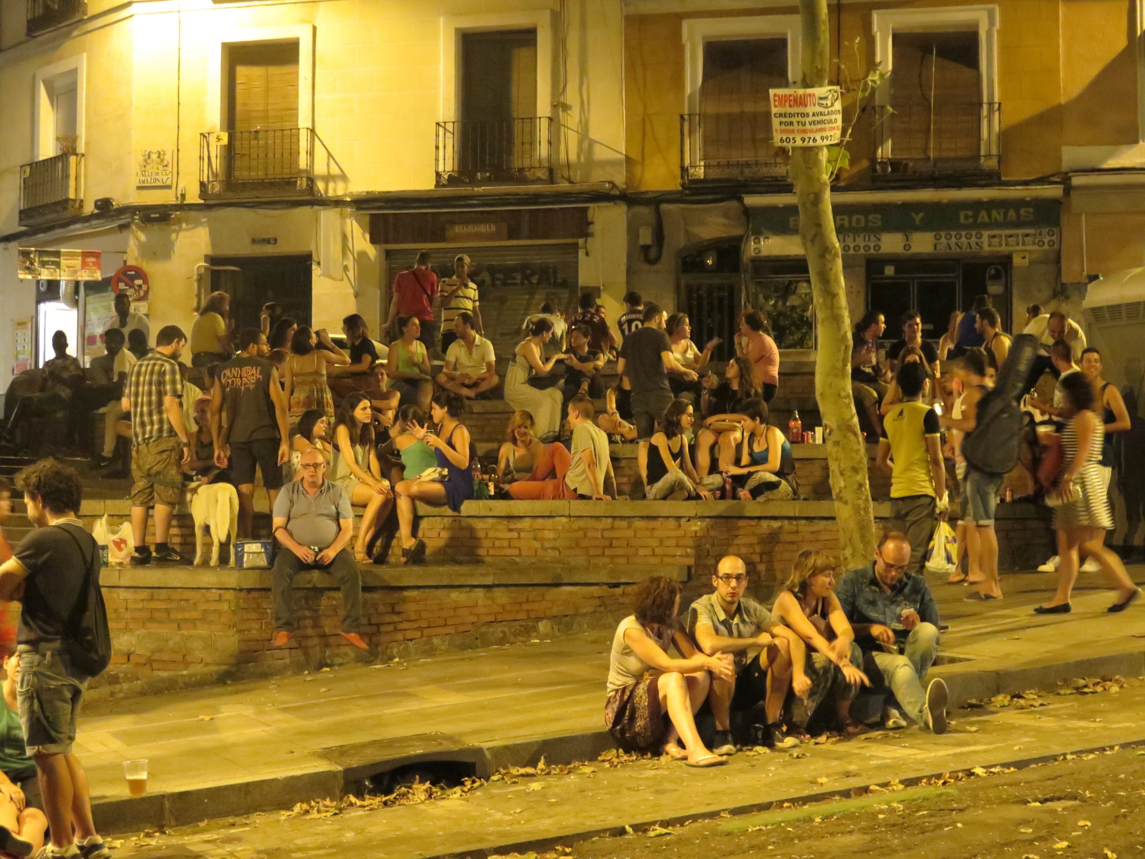 Botellón: Spain's love-hate relationship with drinking in the street |  Madrid No Frills