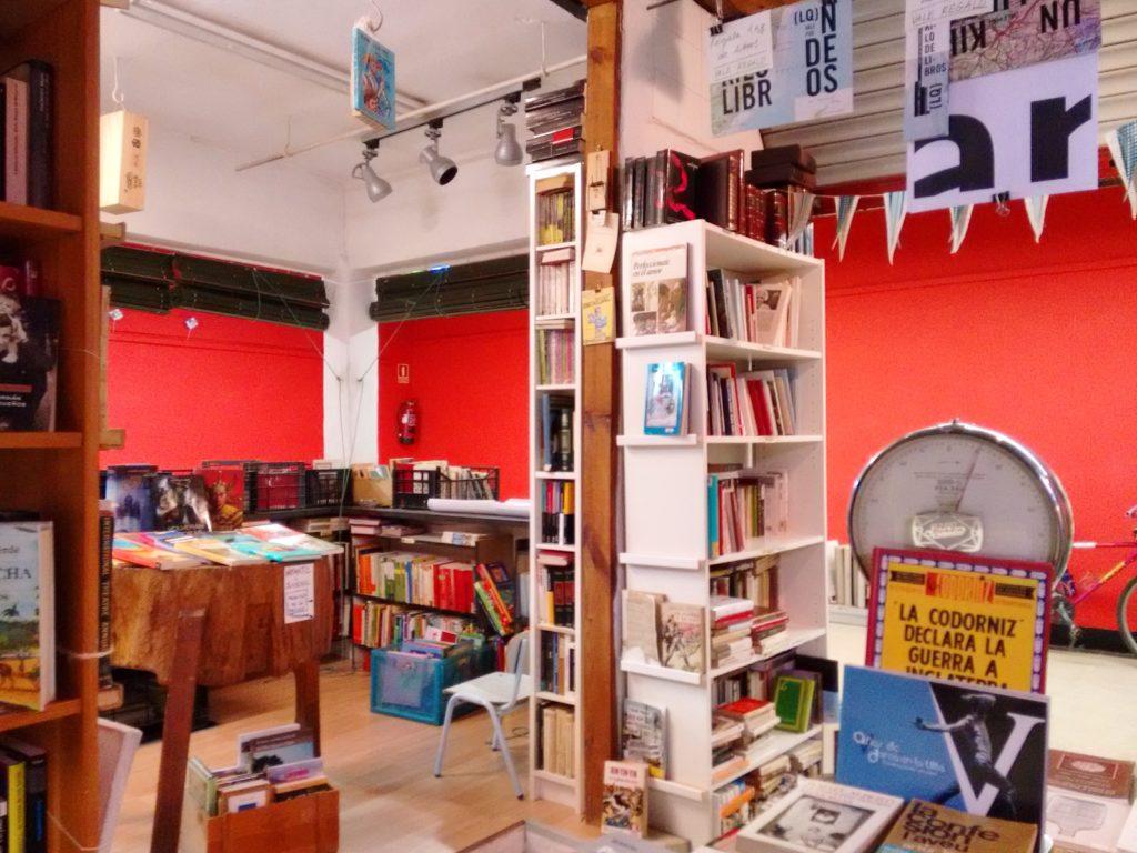 Inside La Casquería bookstore