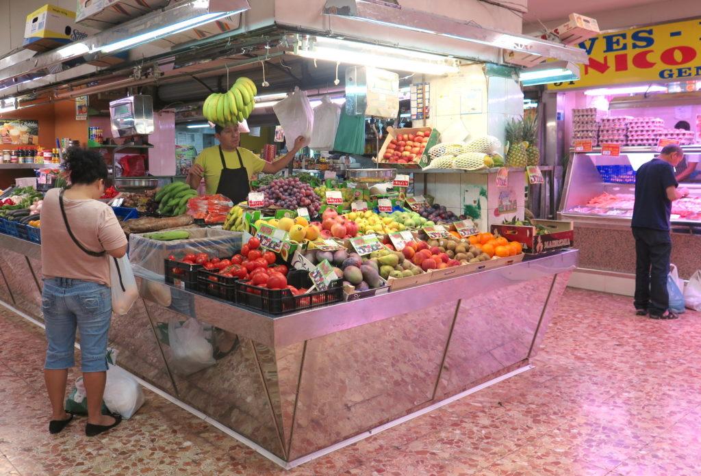 A Latinamerican veg store in Mercado de los Mostenses