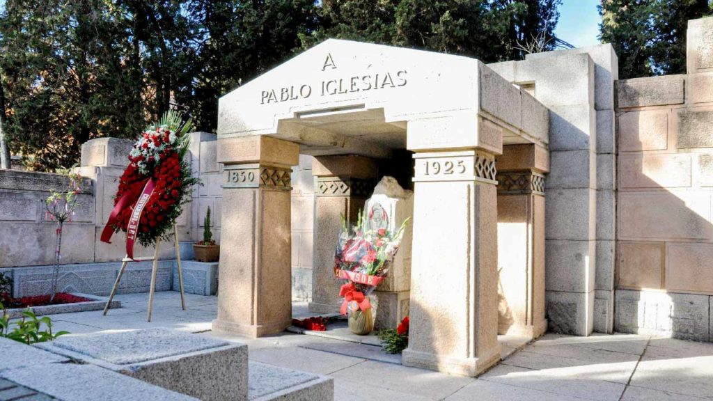 Tomb of the late Pablo Iglesias Posse (photo credit: esdiario)