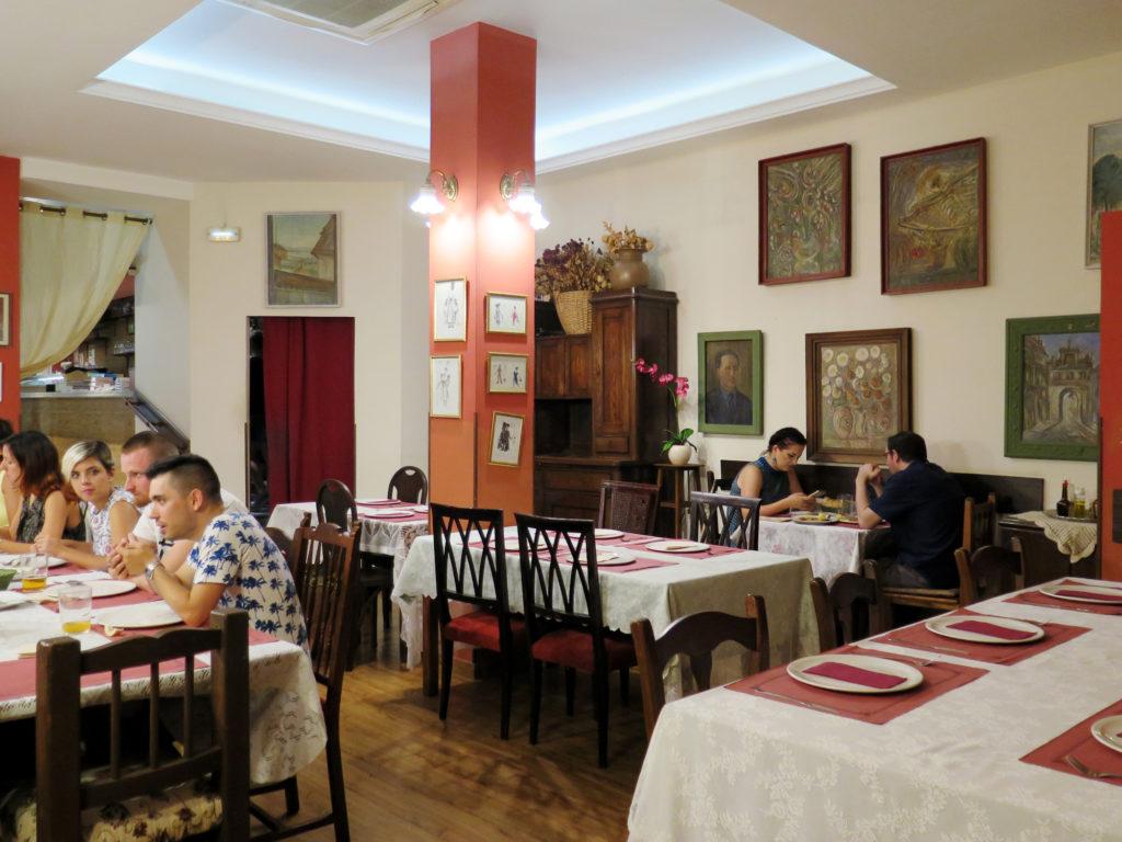 La Polonesa's salon