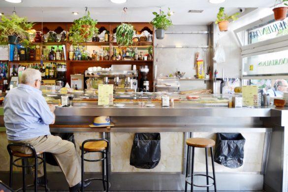 La Carpa's bar area