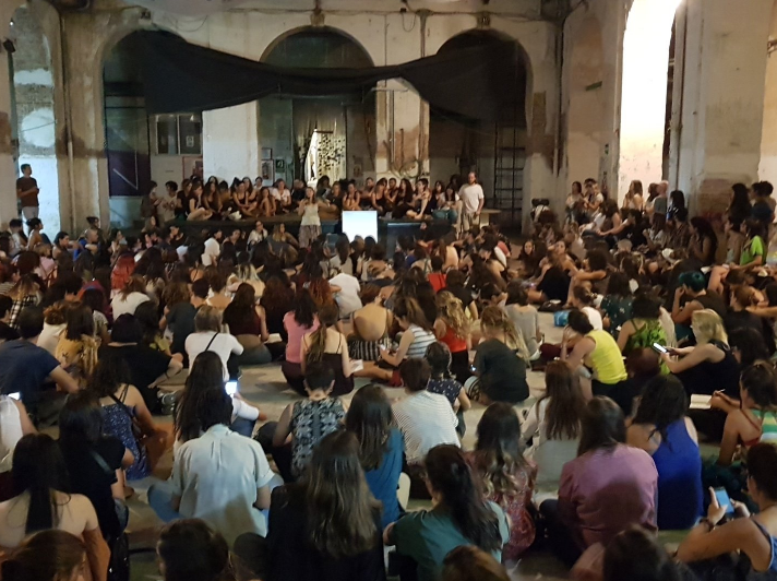A 'charla' at La Tabacalera (photo by @latabacalera)