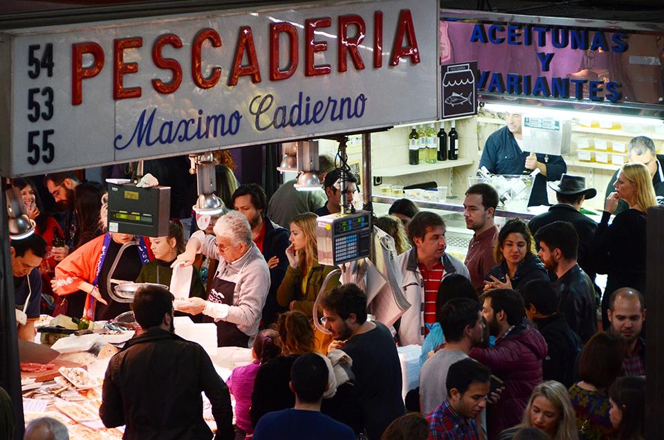 A seafood stall at Mercado de la Cebada