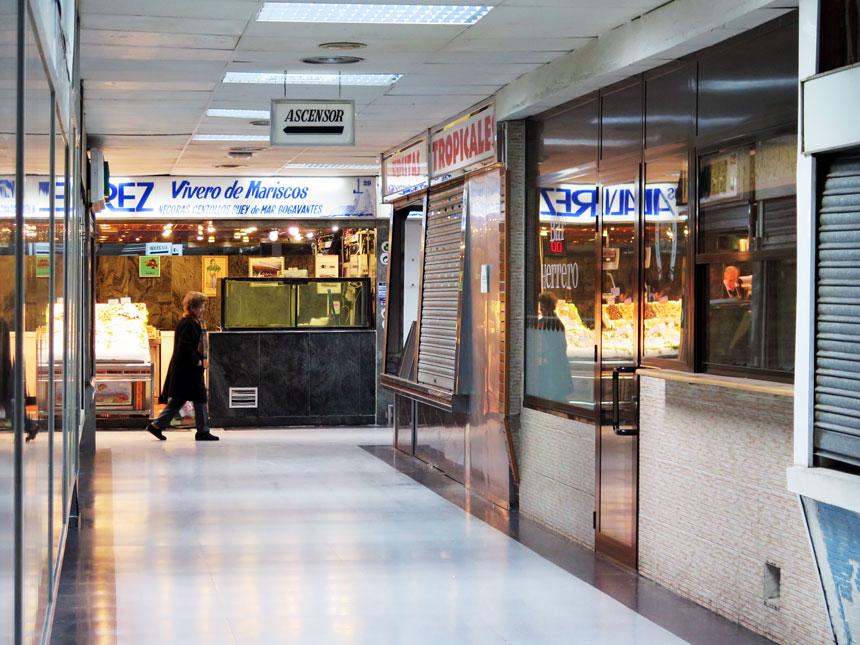 Empty units in Mercado Los Arranayes