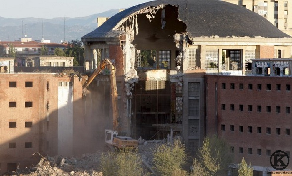 Carabanchel prison during demolition in 2008