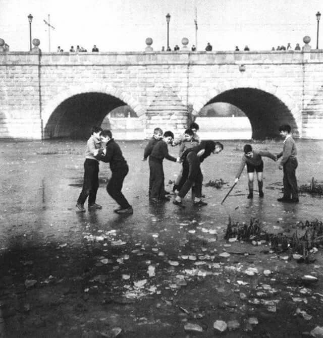 The frozen Manzanares, December 1962