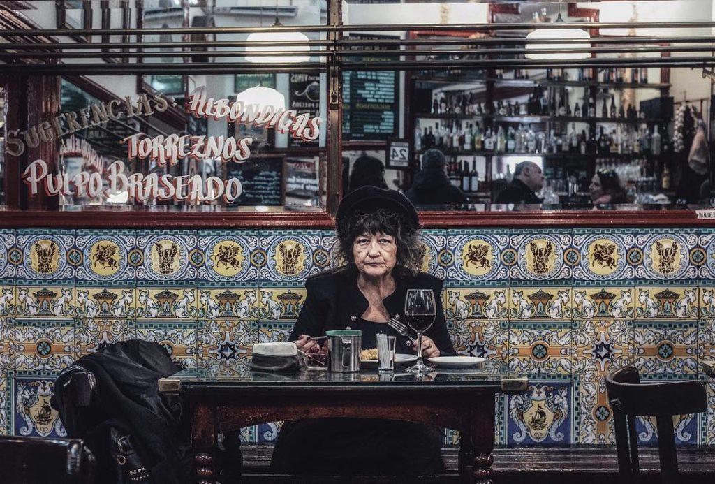 An old lady inside Casa de Torrijas