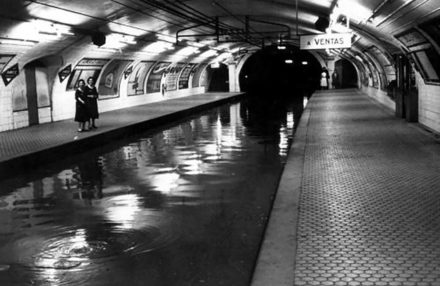 Flooding inside Ventas metro station, c. 1960