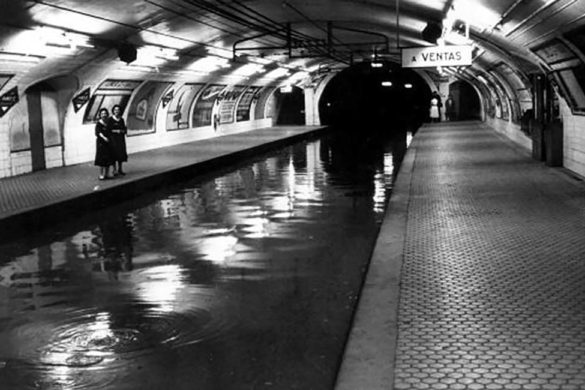 Flooding inside Ventas metro station, c. 1960