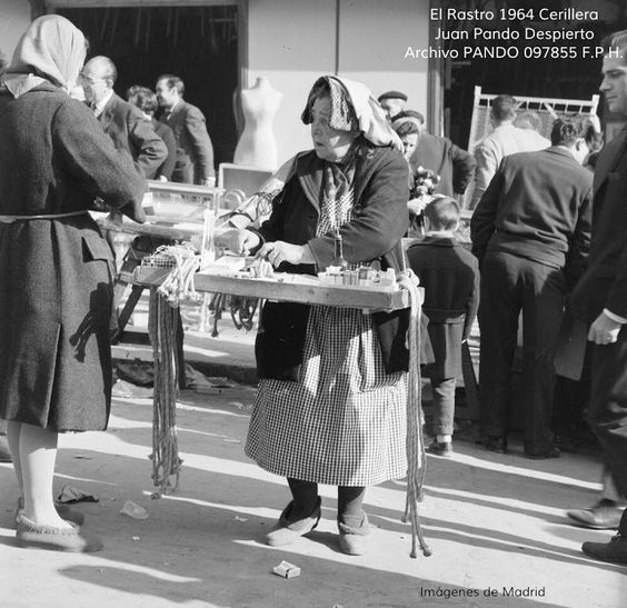 The match seller (El Rastro, 1964)