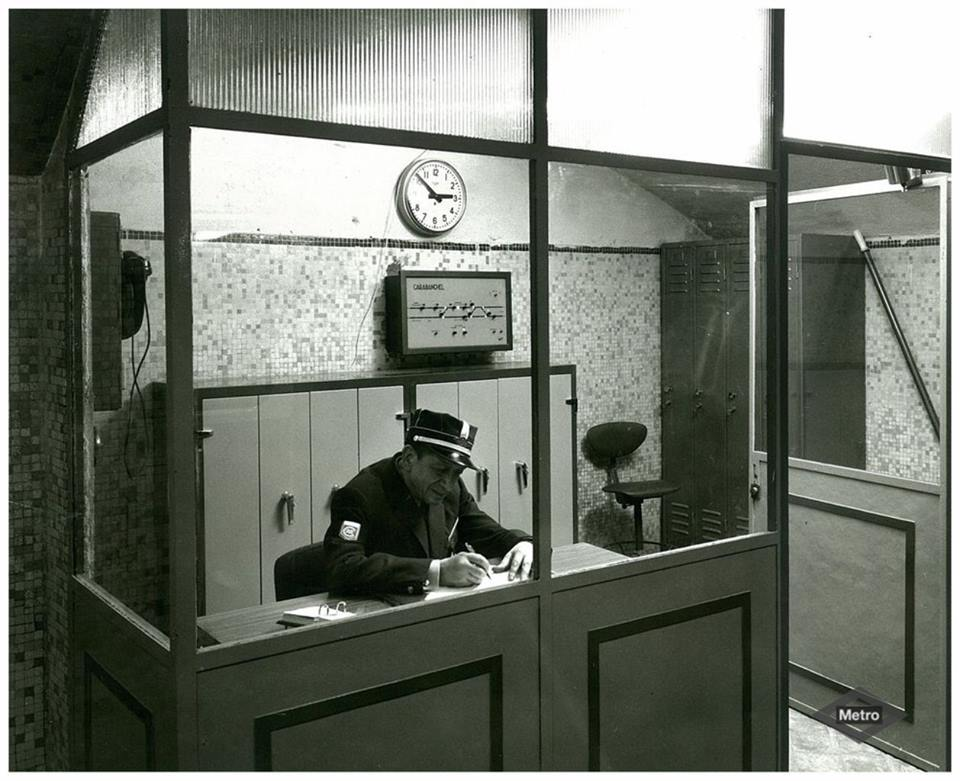 The platform station master (Carabanchel, 1970)