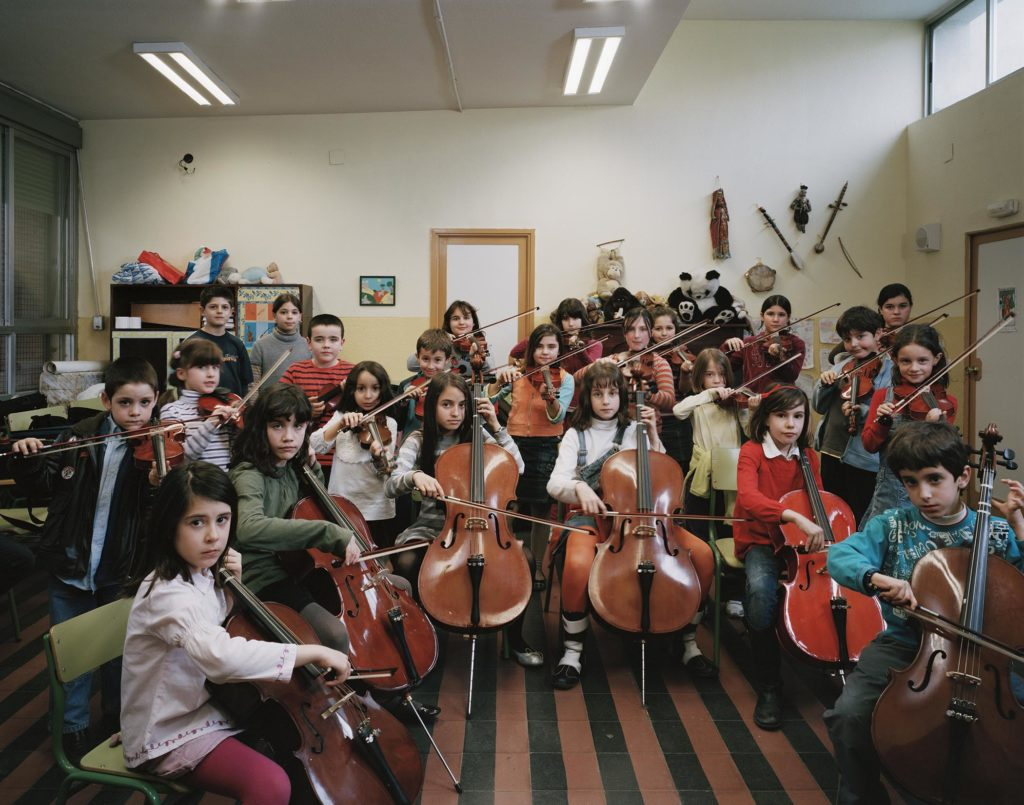 CEIP Estados Unidos de América-Huarte de San Juan, Madrid, Spain.<br /> Year 4–7 mixed primary class, violin and cello workshop with Suzuki method.<br /> 12 February 2008