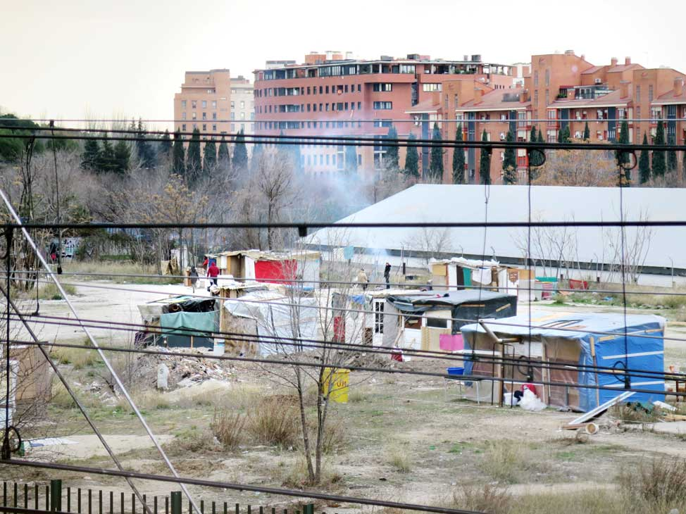 The slum occupies land owned by Adif