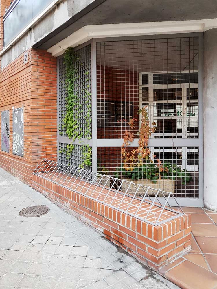 Anti-homeless spikes in Quintana