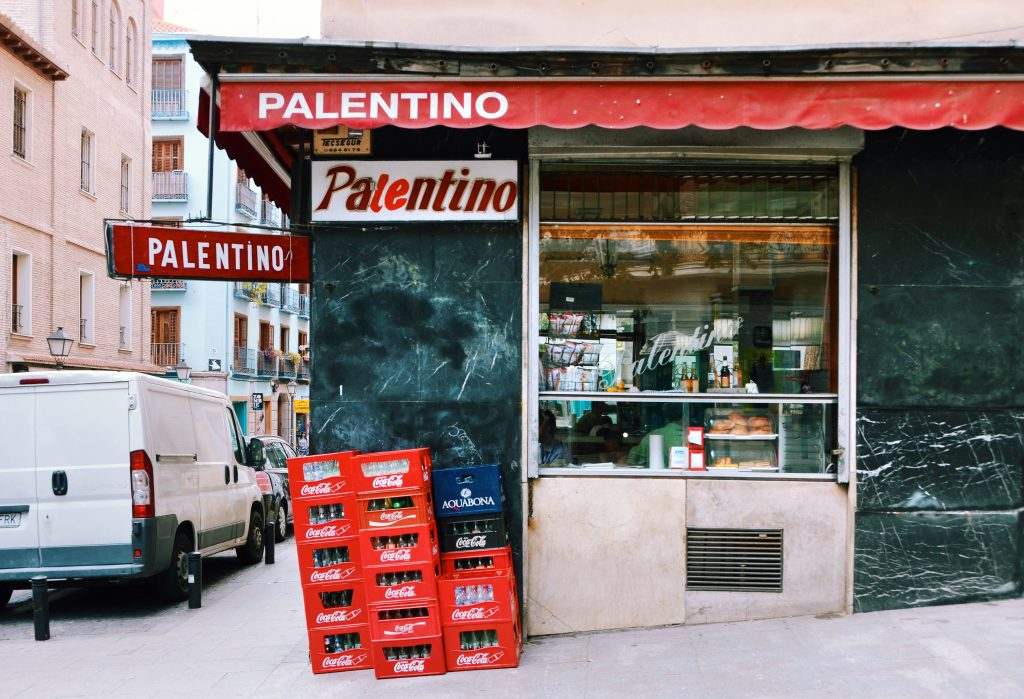 This image has an empty alt attribute; its file name is Bar-El-Palentino-–-Facade-1024x699.jpg